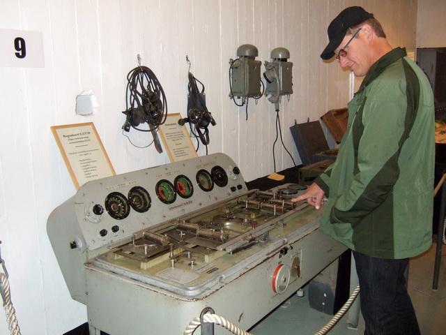 På Møvik fort er det også utstilt et regnebord fra 2. verdenskrig.